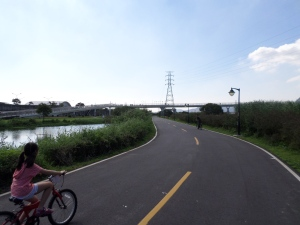 on the bike trail in Banchiao