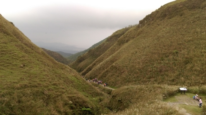 view of the Caoling Trail going down from the ridge