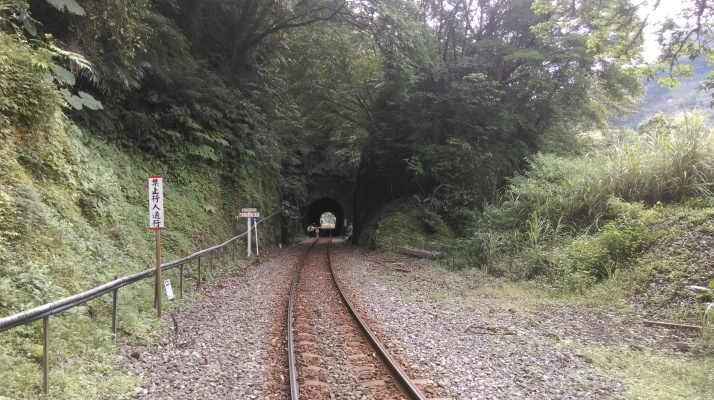 tunnel on the tracks to Shifen
