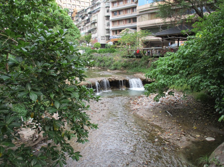 stream in Beitou from the bridge below the library