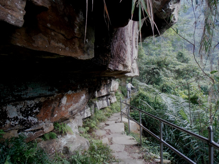 trail to Xiufeng Waterfall