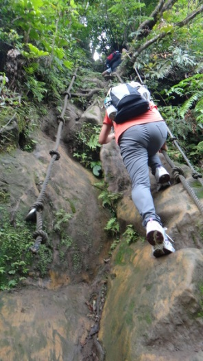 rope climb up Zhongyang