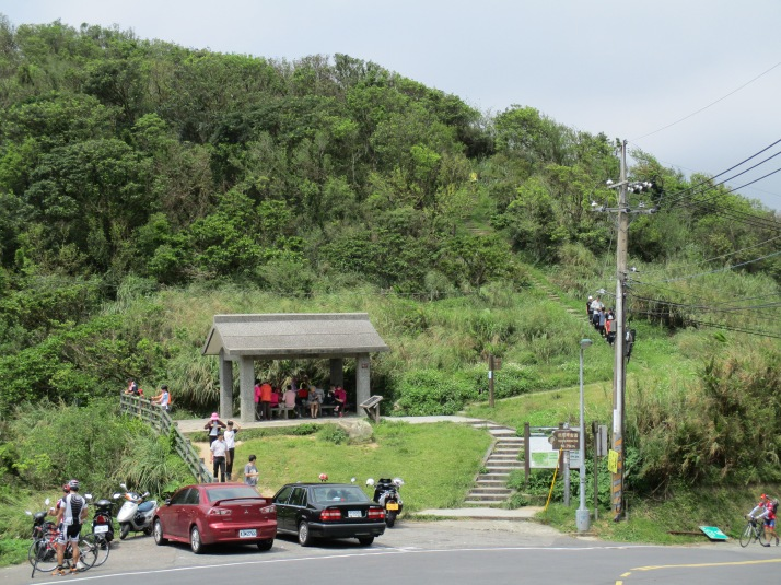 Fengguikou trailhead and rest shelter