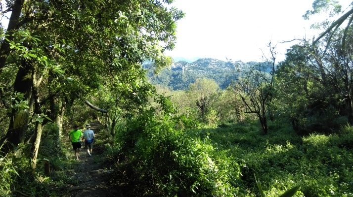 hiking towards Beitou