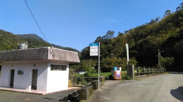 bus stop at Wantan