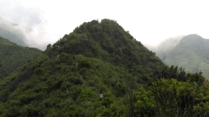 short steep descent off the small peak